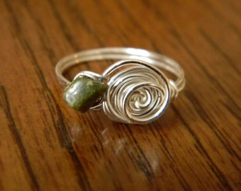 Twisted Rose Wire Ring with Stone Petal