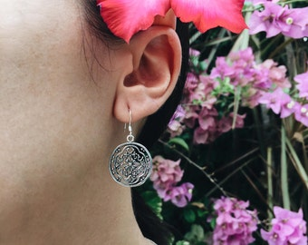 Round floral filigree sterling silver earrings (R38)