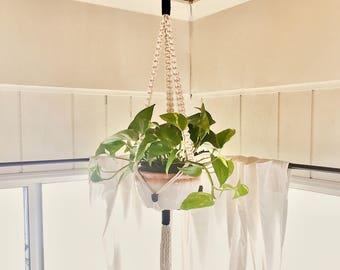 Two-tone hanging planter, macrame hanging planter