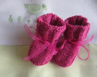 Booties newborn baby pink - hand made knit