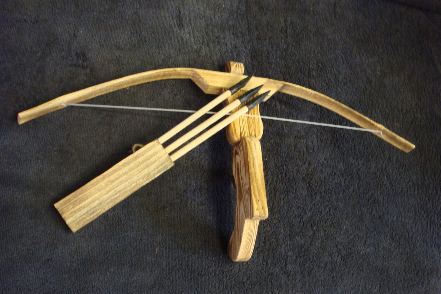 Childrens toy bamboo and wood crossbow and 3 rubber tipped for Arbalete fait maison
