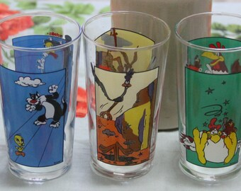 Collectable 1992 Warner Brothers  LOONEY Tunes -Cartoon Glass Tumblers (5)