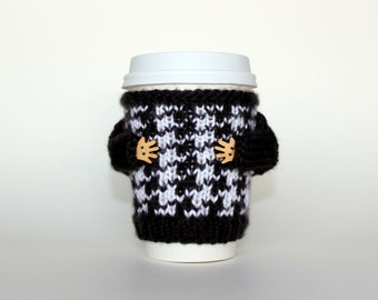 Coffee cozy. Black and white houndstooth travel mug cozy. Knit mug sweater. Coffee accessories. Office coffee. Cup sleeve. Travel mug. B&W
