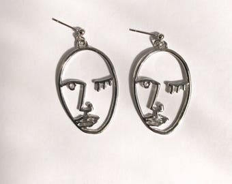 The wink face earrings