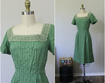 Vintage 50s Hope Reed Green Pintuck Cotton Day wiggle Dress Lace Squared Collar  // Modern Size Medium 6 8