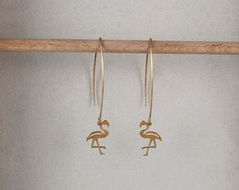 Dangling earrings, golden flamingos. Trendy and timeless jewelry.