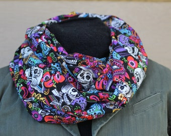 Infinity scarf. Day of the dead infinity scarf. Scarf. Sugar skull infinity scarf. Sugar skulls. Skull scarf. Floral scarf.