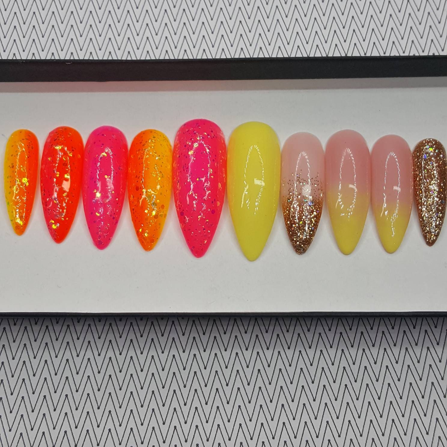 SUMMER RAYS Neon Orange Yellow Neon Pink Press on Nails Ombre Gold ...