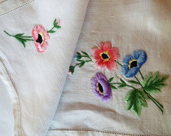 Vintage tea tray cloth, vintage linen tablecloth. English linen tray cloth with hand embroidered anemones. Perfect for a pretty tea party