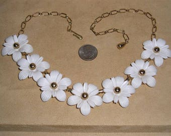 Vintage Unsigned SAC (Sarah Coventry) White Plastic Flower Necklace Choker 1950's Jewelry 11228