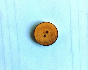 Round button flamed wood 2 hole 18MM natural color