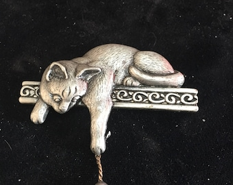 Cat with mouse pin