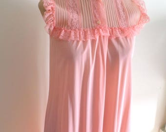 1970's JC Penney Floor Length Coral Nightgown With Lace And Ruffle Bottom / Girly Nightie / 70's Housewife / All Nylon / Sleeveless