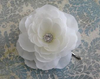 Bridal White Fascinator Hair Clip - Wedding Flower Clip - Bridesmaids Soft White Flower Hair Pin - Flower Brooch -  White Hairpiece