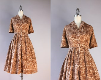 1950s Dress / Vintage 50s Printed Cotton Shirtwaist Dress / 50s Sketched Novelty and Floral Print Cocoa Brown Cotton Day Dress  L large
