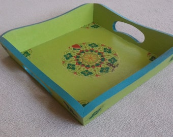 Wooden tray painted green and blue collage rosette for table decoration and service