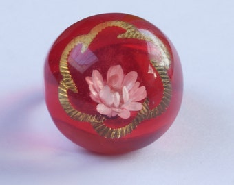 RED RESIN RING, red resin ring with clear dome and  a dried flower and a gold decoration, vintage red resin ring, size N 1/2 - 6 3/4 approx