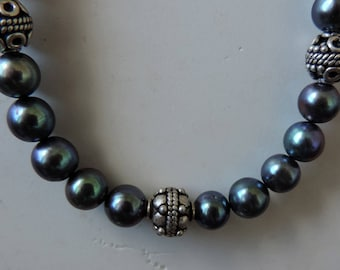 Bracelet in silver and black cultured pearl. #BLACP01