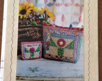 30's Flower Pouch, quilted pouch, coin purse, retro pouch, zipper pouches, fabric pouches,