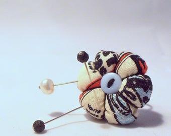 Retro Print Pincushion Ring with Three Decorative Pins