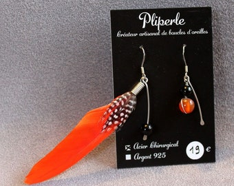 Asymmetrical earrings in surgical steel feather and glass beads