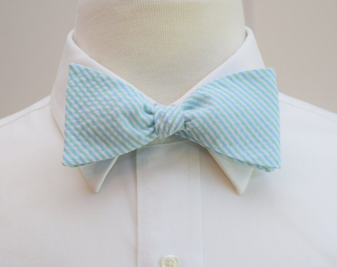 Men's bow tie in aqua and mint seersucker, self tie, wedding party tie, groom bow tie, groomsmen gift, summer bow tie, wedding accessory