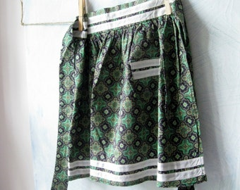 Childs Apron, Size 4 years, Little Apron, Paisley Print, Green, Festive, Mommy's Helper, by mailordervintage on etsy