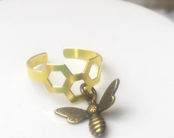 Bee Ring  Honeycomb Bee Ring Queen Bee Bumblebee Honeybee Beekeeper Gift Apiarist Bridesmaid Gift Beyhive Jewelry Gift for Her