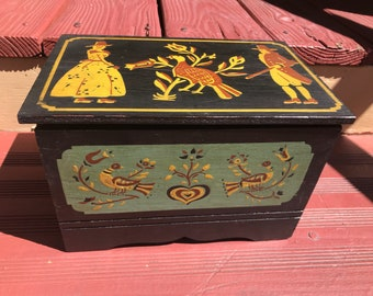 Pennsylvania dutch stenciled box with label made in PA