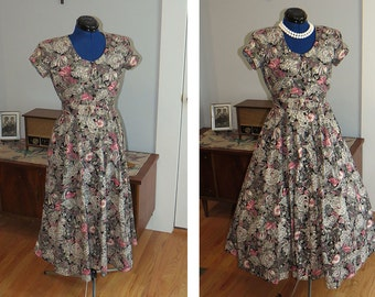 Vintage 1980s Cotton Shirtwaist Dress | Pink and Gray Floral dress with button front and matching belt | by Karin Stevens  | Size 6 | Size S