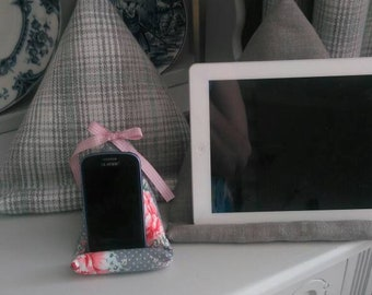 Grey tartan,fabric,IPad,I Pad, kindle,e-Reader,book,tablet, cushion,stand,hospital,hospital friendly,children,holiday,camping,garden,