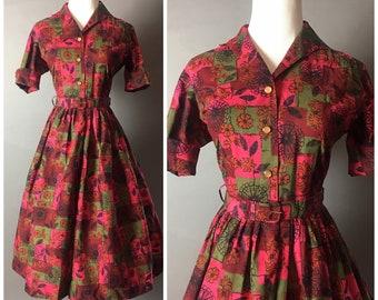 Vintage 50s dress / 1950s dress / shirtwaist dress / novelty print dress / fit and flare dress / cotton dress / floral dress / 8447
