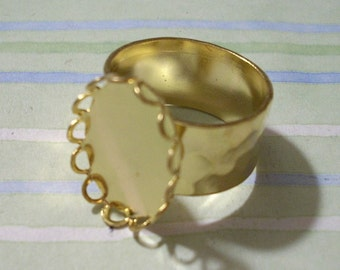 Gold Adjustable Hammered Band Ring Blank with 18 x 13 mm Lace Edge Setting