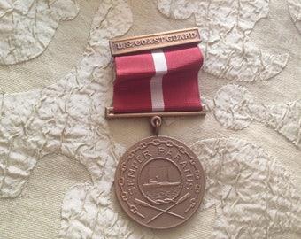 US Coast Guard Band Medaillon 1930er Jahren schwere Messing Medaille Pin rot & weiß Band Semper Paratus immer vorbereitet