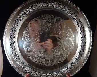 Wm Rogers Round Silverplated Tray