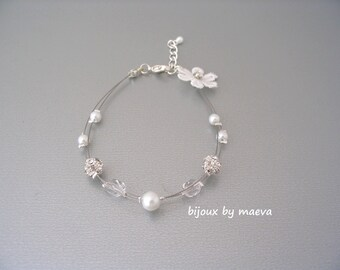 Wedding bracelet jewelry two rows white pearls, rhinestones and pearls lace flower