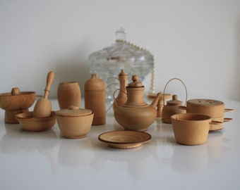 Wooden miniature kitchen accessories collection of barbie doll sized 1/6 pots, jugs and cookware in used condition craft restoration project