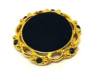 Jewel button in black velvet