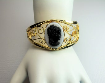 Vintage Gold Tone Twisted Wire and Scrolls Clamp Cuff Bracelet with Black and White Glass Cameo