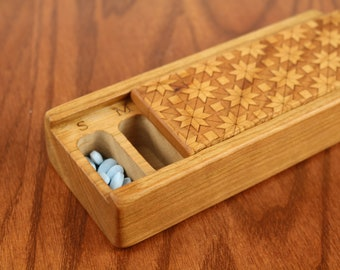 Quilt Pattern Laser Engraved Vitamin/Medication Box, Weekly Organizer, V3, Medium Depth, Paul Szewc, Masterpiece Laser