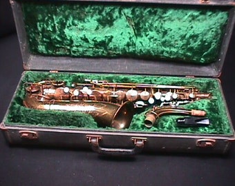 Vintage Wolverine Alto Saxophone in it's Original Case it is all Here as-is 22 S