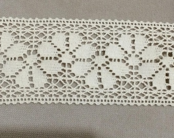 Lace between two beige cotton 6.5 cm wide
