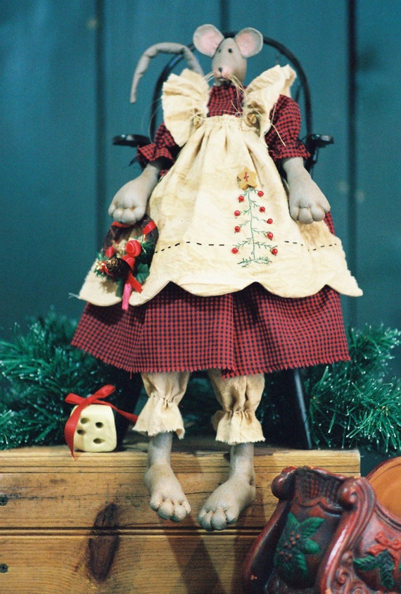 Christmas Mouse - Mailed Cloth Doll Pattern - 19in Christmas Girl Mouse