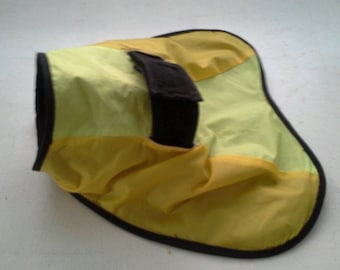 X-small dog slush/rain coat.  Perfect for toy poodles  or small chihuahuas, small short-haired puppies