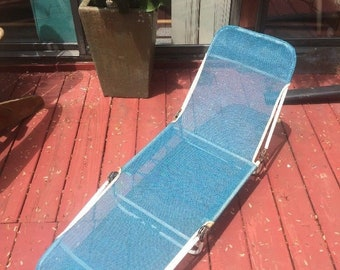 Vintage Childs Reclining Lounge Metal Lawn Chair Blue Heavy Mesh