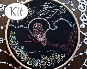 Embroidery kit  - embroidery hoop art - Craft kit - The owl and the moon - Hand Embroidery - stitching kit - needlepoint kits beginner