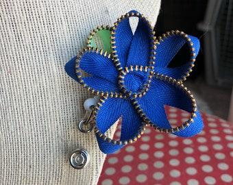 Navy Blue Vintage Zipper Flower Badge Reel