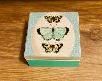 Wooden keepsake box eith botanical design