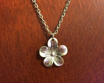 very cute silver flower and chain. this could go with any outfit!!