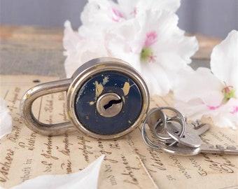 small padlock with keys, vintage padlock, padlock, vintage lock, door,  brocante antiques key,  key